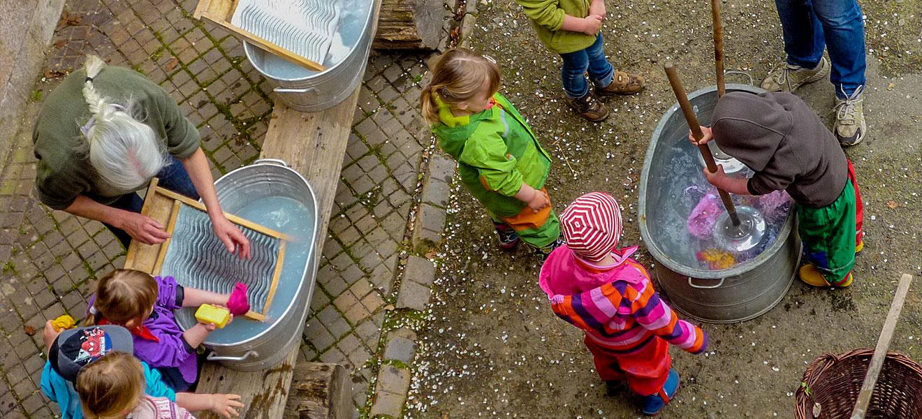 Umweltbildung, Kinder lernen im Wald