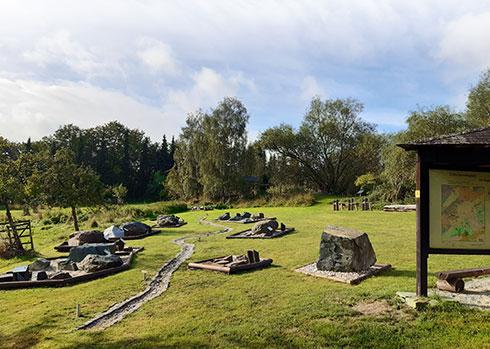 Blick vom unteren Ende des Gesteinsgartens entlang des symbolischen Laufes der Elster