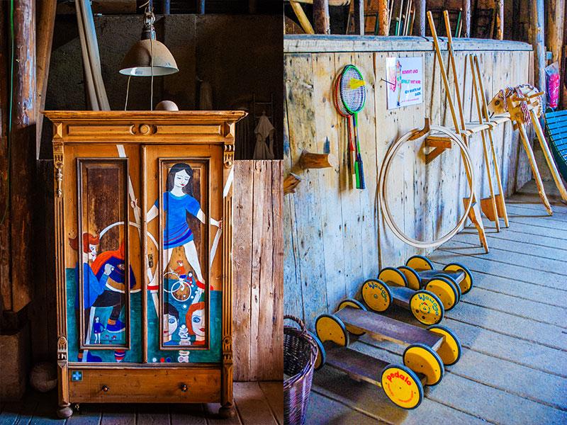 Spieleschrank und aktive Spielzeuge wie Steckenpferde, Hoola-Hoop-Reifen und Federballschläger in der Scheune