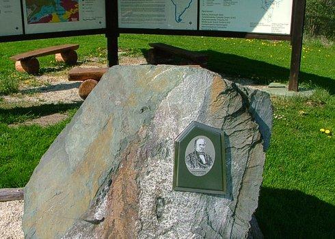 Bild von Eduard Pöppig auf einem Stein